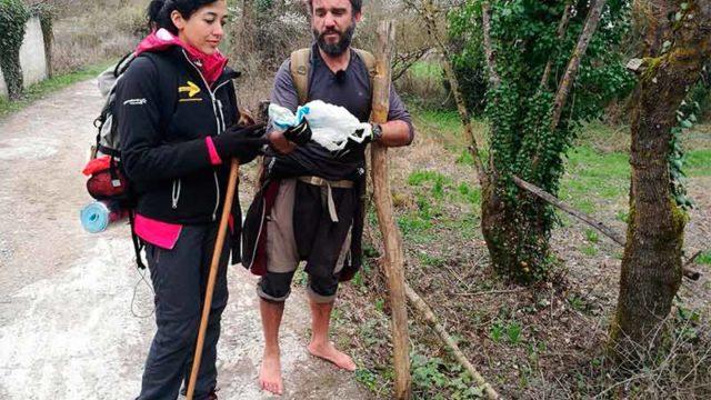 Lucía Pérez y Tonhito de Poi de 'Destino Santiago' recorren la ruta compostelana del Bierzo