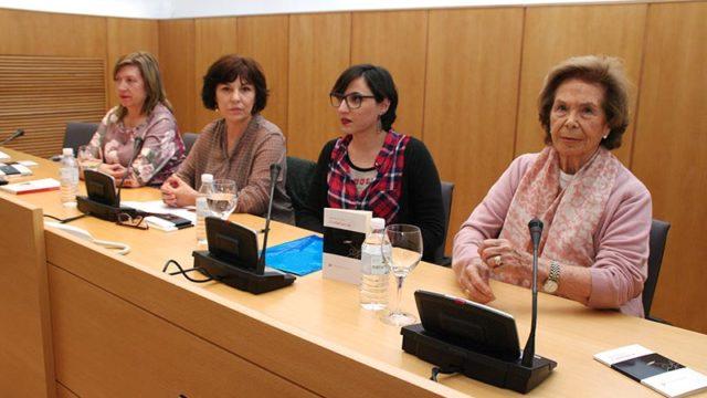 Sara R. Gallardo presenta en el IES Gil y Carrasco y el Museo de la Radio 'Ciudad que cae'