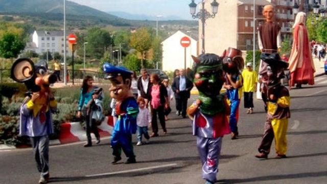 Los Gigantes y Cabezudos protagonizan el Día de los Museos en Bembibre