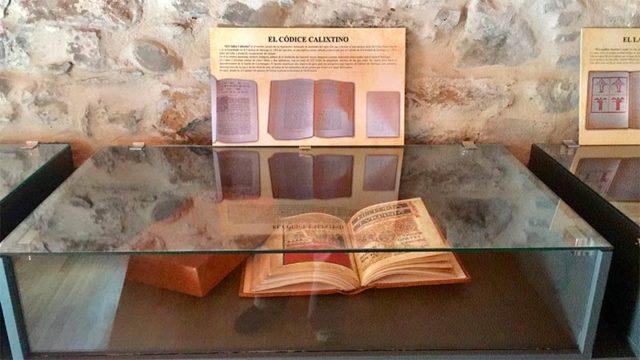 Molinaseca expone 4 joyas bibliográficas medievales, entre ellas el Códice Calixtino