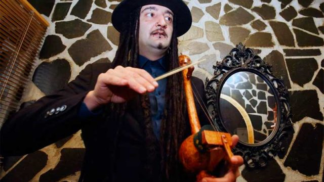 El etnopercusionista Maikel Barreira ofrece una charla-concierto en Candín
