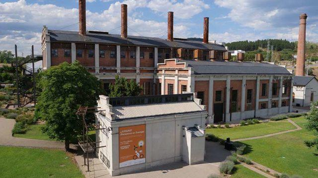 La Fábrica de Luz celebra su 6º aniversario con un grafiti conmemorativo