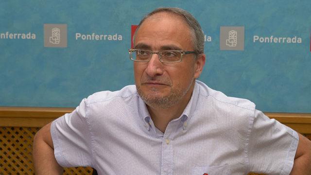 El PSOE propone asumir por interés público la gestión de la recogida de basuras