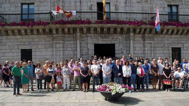 Cinco minutos de silencio en Ponferrada contra los actos terroristas en Cataluña
