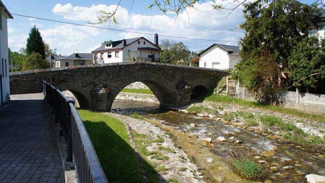 ADESVO denuncia el bajo caudal del Oza y acusa al Ayuntamiento de no respetar la captación mínima