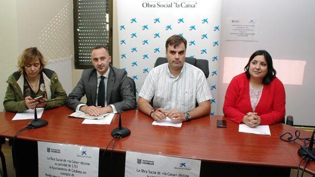 La Obra Social La Caixa subvenciona al 100% las ayudas para la compra de material escolar en Cacabelos
