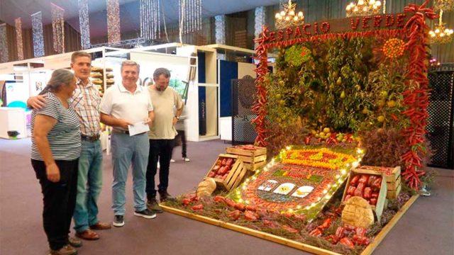 Ángel y Lola ganan el concurso 'Mejor exposición de pimiento fresco'