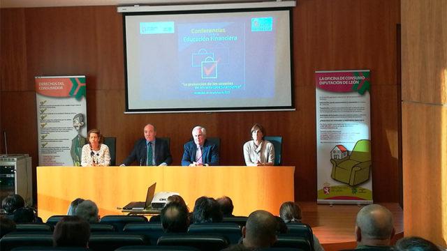 Bembibre acoge una conferencia sobre educación financiera y protección de los usuarios financieros