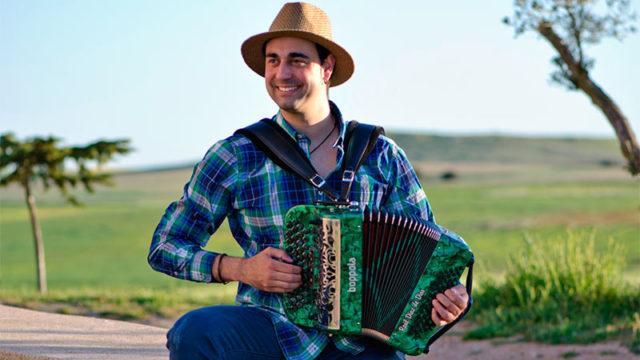 Raúl de Dios ofrece un concierto de música étnica en Cubillos del Sil