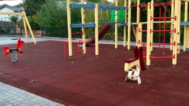 El Ayuntamiento de Ponferrada realiza mejoras en las zonas de juego infantil del municipio