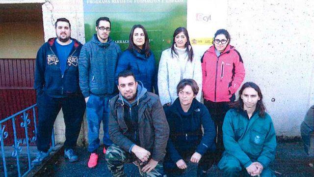 7 personas participan en el taller de 'Limpieza de superficies y mobiliario de edificios' de Carrcedelo
