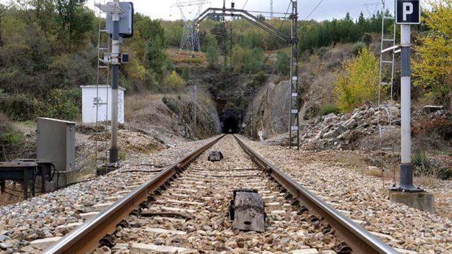 Ponferrada y O barco solicitan a la UE un nuevo paso ferroviario de doble vía por el Manzanal