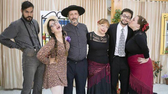 Laga Lerna presenta en Cubillos del Sil la obra 'La cosa es para reír'