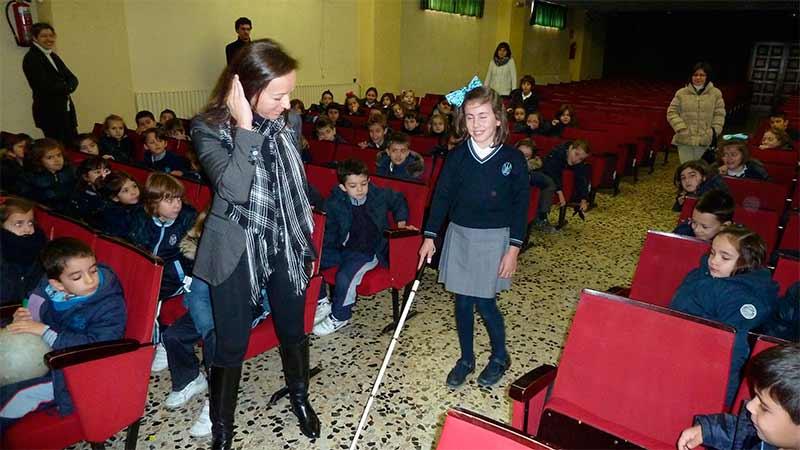 Aprende a ayudar a los ciegos