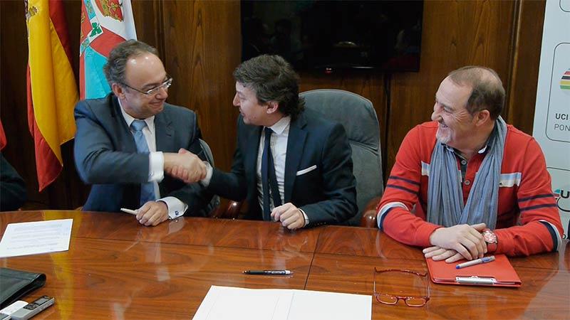Firma convenio coches eléctricos en Ponferrada