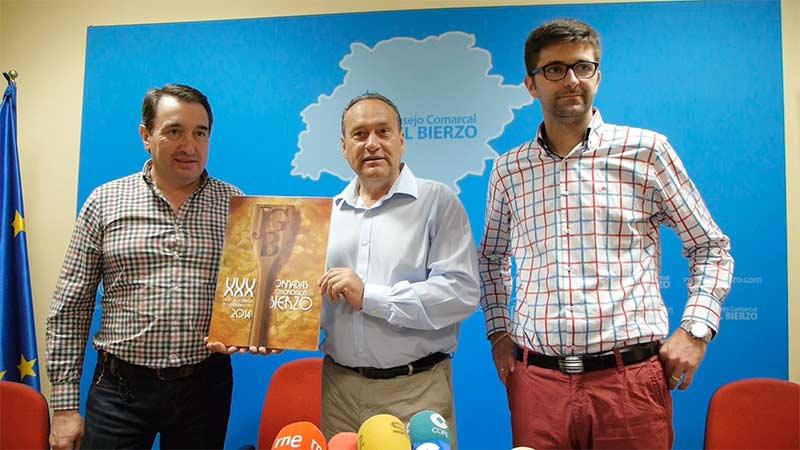 Presentación del cartel ganador para las XXX Jornadas Gastronómicas del Bierzo - Adriano Cubelos, Alfonso Arias y Baldomero Sánchez.