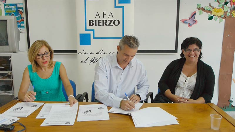 Firma del convenio de colaboración entre AFA Bierzo y Akira Reiki