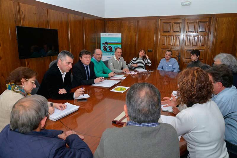Reunión de los miembros de la Asociación Pajariel con el equipo de gobierno del Ayuntamiento de Ponferrada. Foto Quinito.