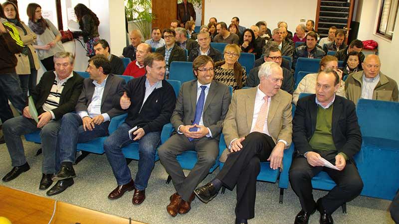 Emilio Orejas, Presidente de la Diputación de León, firma el convenio del Plan Especial de Empleo con los ayuntamientos del Bierzo. Foto Bierzotv.