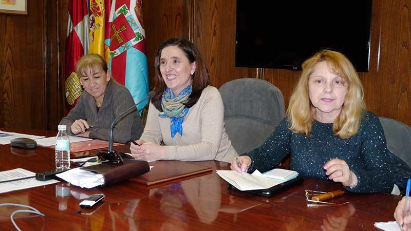 Isabel Baílez, María Jesús Seijas y Ana López Blanco de la Asociación Aldea Bierzo presentan las actividades para el Día Internacional de la Mujer. Foto Bierzotv.