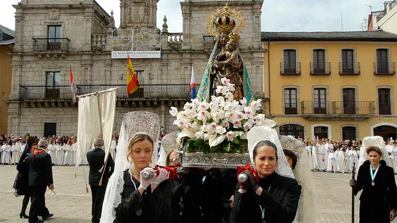 Procesión de la Resureeción, Semana Santa 2014 en Ponferrada. Foto Bierzotv