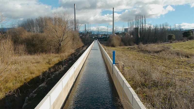 Canal Alto del Bierzo a su paso por Cubillos del Sil. Foto Bierzo.