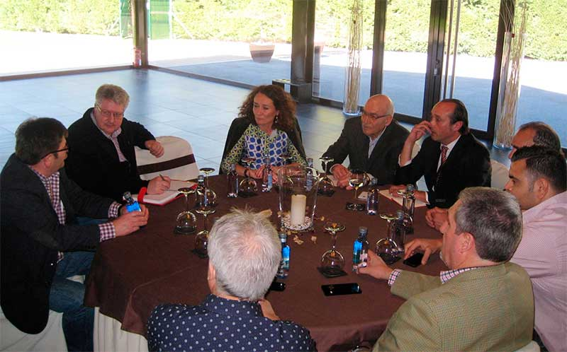 Gloria Merayo reunida con los representantes del Círculo Empresarial Leonés (CEL).