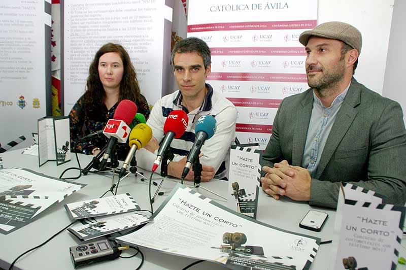 """Noelia Muñoz, Sergio Gallardo y Manuel Martínez presentan el concurso """"Hazte un corto"""". Foto Bierzotv."""