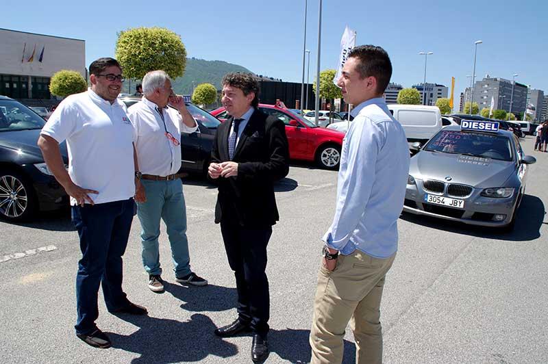 Samuel Folgueral asiste a la inaguración del IV Salón del Automóvil Usado. Foto Bierzotv.