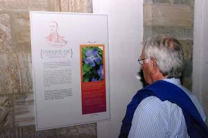 Panel sobre la vida y obra de Enrique Gil y Carrasco. Exposición en la iglesia de San Francisco de Villafranca del Bierzo. Foto Bierzotv.
