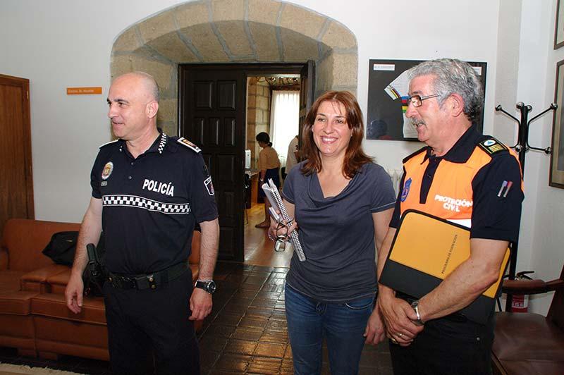 Cristina López Voces, Arturo Pereira y José Manuel Izquierdo, presentan el dispositivo de vigilancia del Monte Pajariel. Foto Bierzotv.