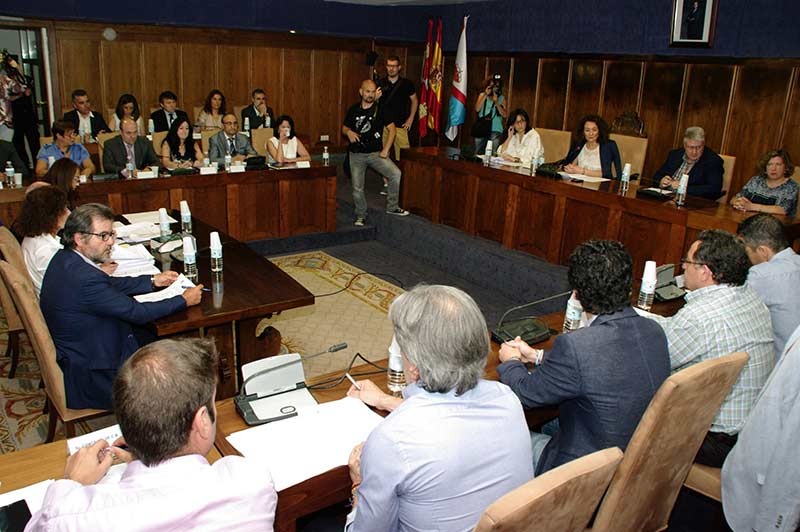Celebración del Pleno de Organización del Ayuntamiento de Ponferrada. Foto: Raúl C.