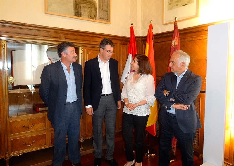 Reunión entre Juan Martínez Majo y MIsericordia Bello. Foto: Raúl C.