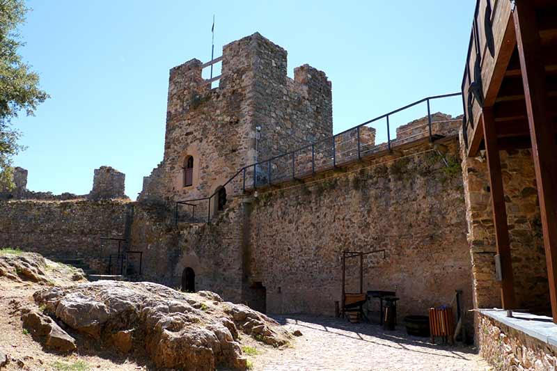 Castillo de Cornatel. Foto: Raúl C.