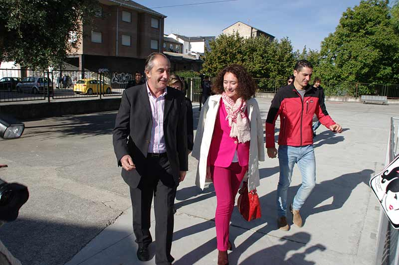 Gloria Fernández Merayo visita las instalaciones del colegio Ponferrada XII. Foto: Raúl C.