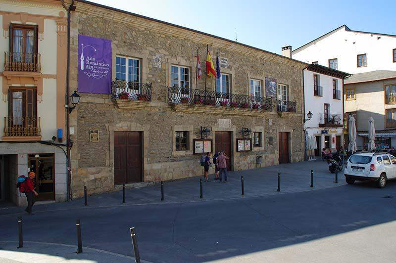 Ayuntamiento de Villafranca del Bierzo. Foto: Raúl C.