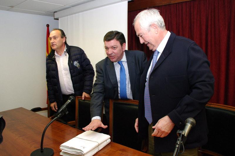 Luis Miguel González Gago presenta a los alcaldes del Bierzo el modelo de unidades básicas de ordenación del territorio. Foto: Raúl C.