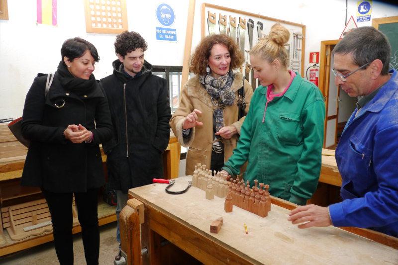 Gloria Fernández Merayo y Rosa Luna visitan la Escuela Taller de Ponferrada. Foto: Raúl C.