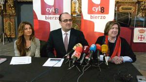 Marco Antonio Morala, María Antonia Gancedo y Marisa Vázquez presentan el Vía Crucis de la Semana Santa de 2016. Foto: Raúl C.
