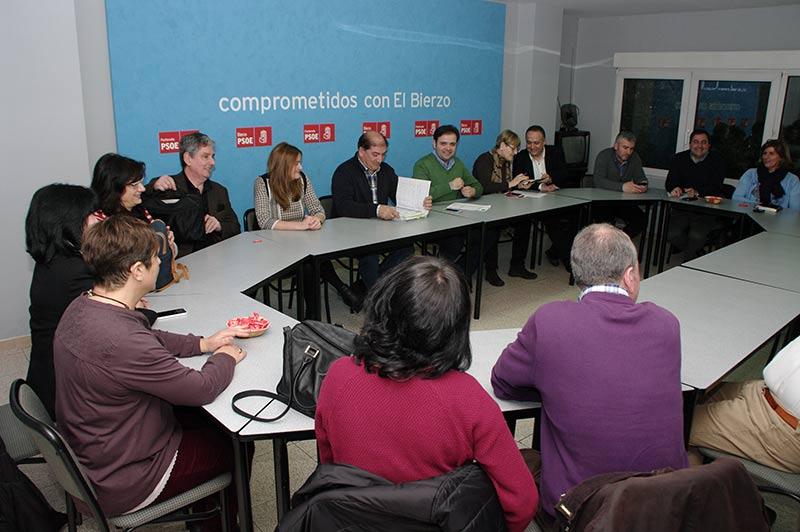 Reunión interparlamentaria en la sede del PSOE Ponferrada. Foto: Raúl C.