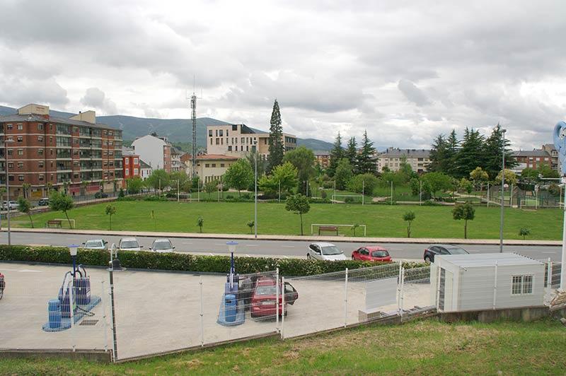 Parcela del Campo de los Juncos en la que se ubicará el Centro de Salud de Bembibre. Foto: Raúl C.