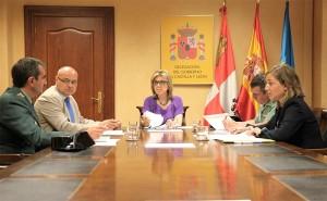 Reunión de la delegada del Gobierno, María José Salgueiro con los responsables del operativo de la DGT para este verano.