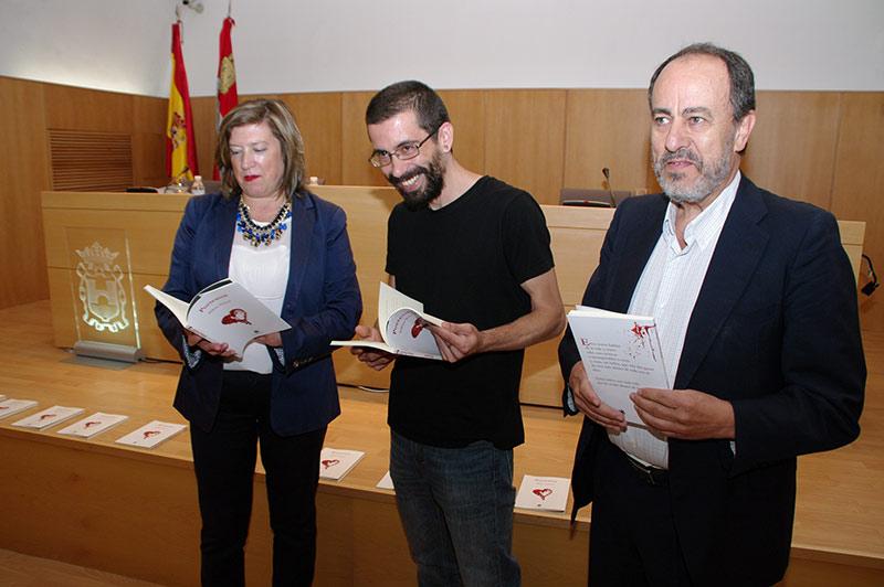 """Borja Carballo presenta en el Museo de la Radio """"Poetextos"""". Foto: Raúl C."""