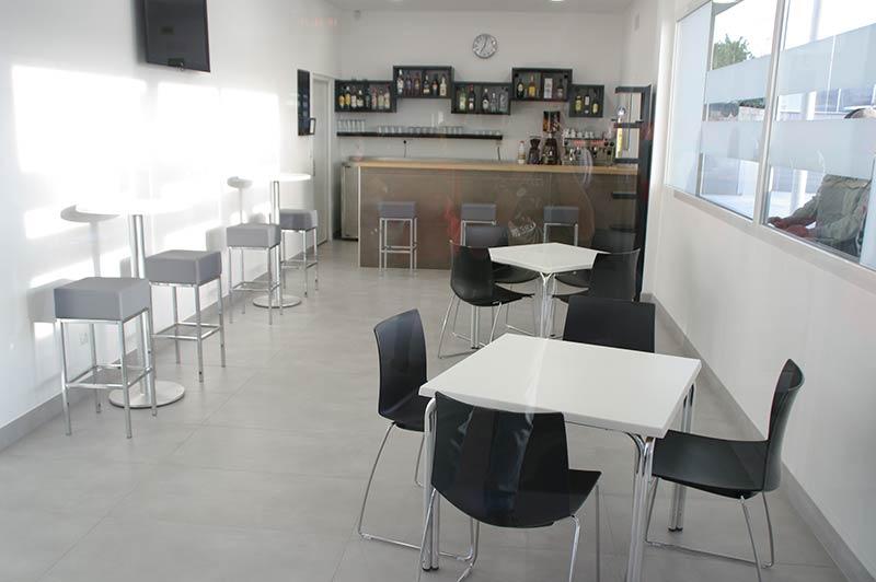 Cafetería de la Estación de Autobuses de Bembibre. Foto: Raúl C.