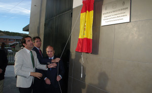 José Manuel Otero, Juan Martínez Majo y Juan Carlos Suárez Quiñones inauguran la Estación de Autobuses de Bembibre. Foto: Raúl C.