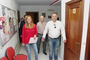 Gloria Acevedo y Gerardo Álvarez Courel en la sede del PSOE en Ponferrada. Foto: Raúl C.