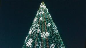 Árbol de Navidad en la Plaza del Ayuntamiento de Ponferrada. Foto: Raúl C.