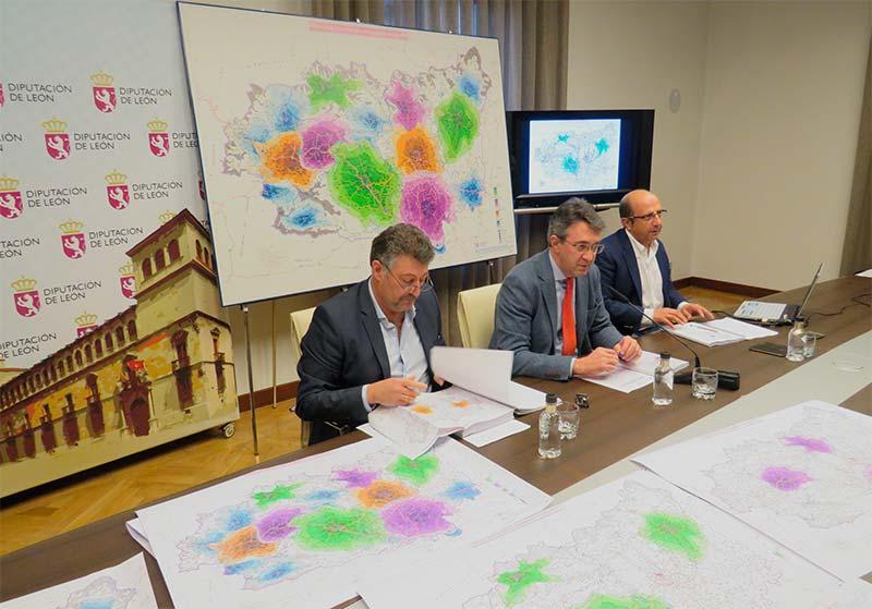 Presentación del proyecto de la Diputación de León para el servicio de extinción de incendios.