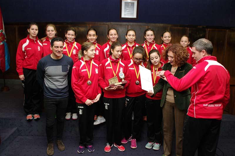 Recepción del Club Voleibol de Ponferrada en el Ayuntamiento. Foto: Raúl C.