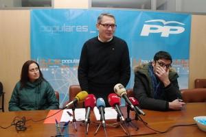 Adolfo Canedo replica al alcalde de Cacabelos, Sergio Álvarez. Foto: Raúl C.